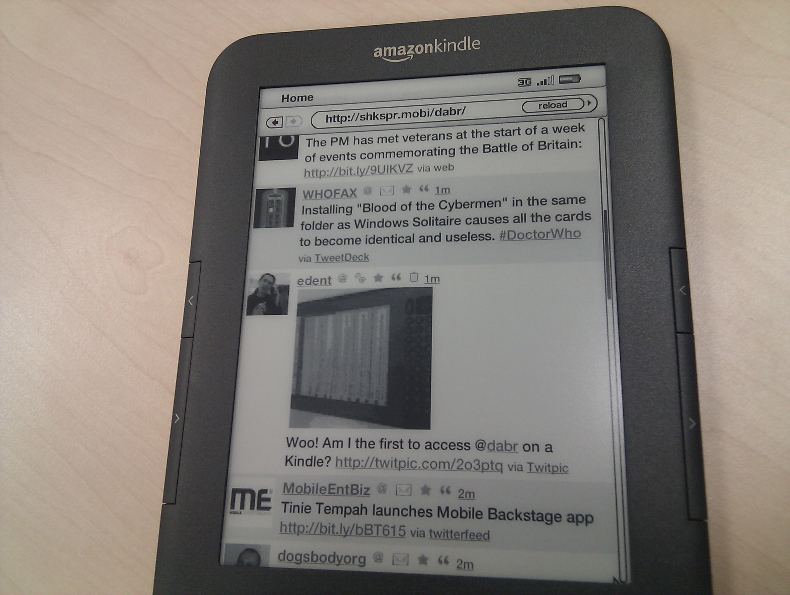 Kindle 3 Vs Elonex 511EB – Terence Eden's Blog