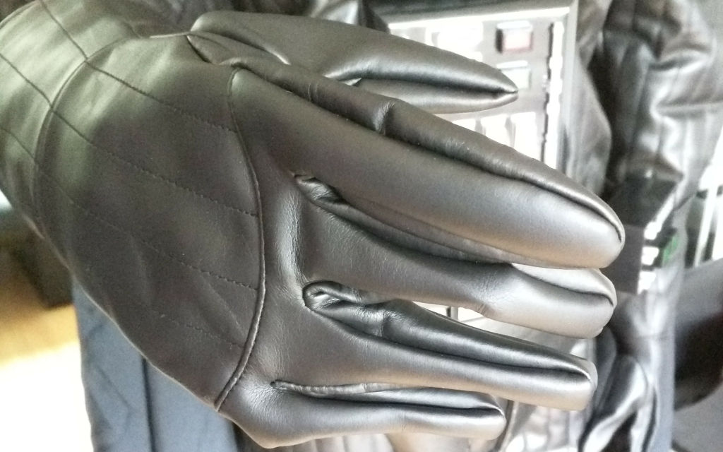 The glove doesn't have any fingers inside it - that makes it look strange