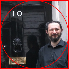 The same photo - but with a red circular guideline superimposed