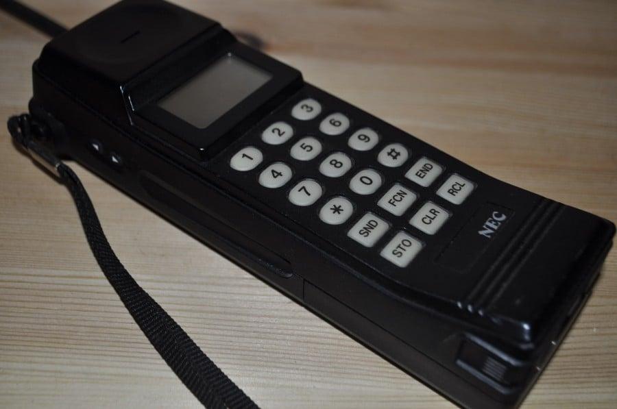 Big old phone.