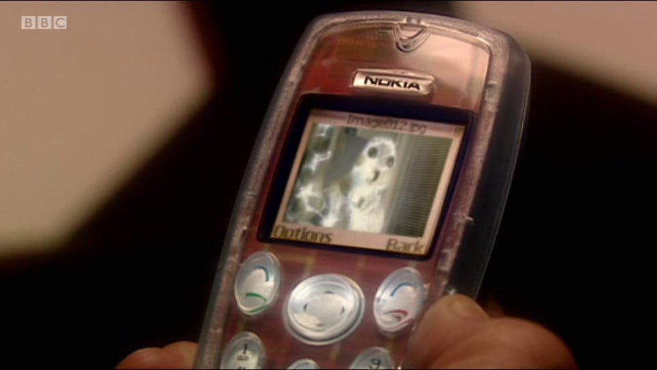 Nokia 3200 with a photo of a Slitheen displaying.