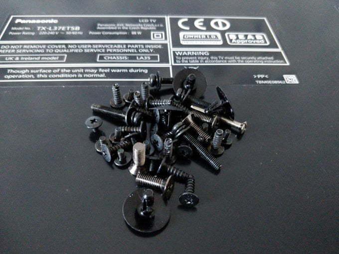 Big pile of screws.