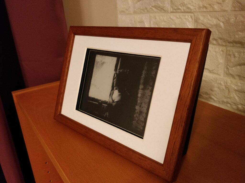 Upcycled an old eReader into an art frame. Displays a new black & white piece of art from Flickr every few minutes. Full write-up this weekend,
