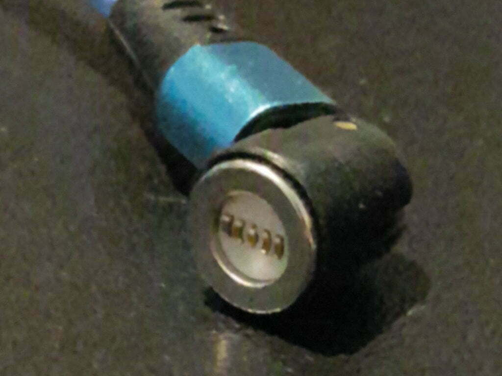Five small pins on the head of a cable.
